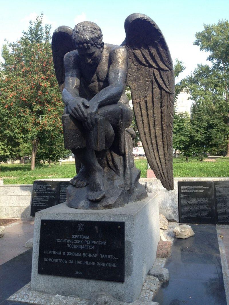 Памятник ангел в ульяновске памятники спб и их история Королёв